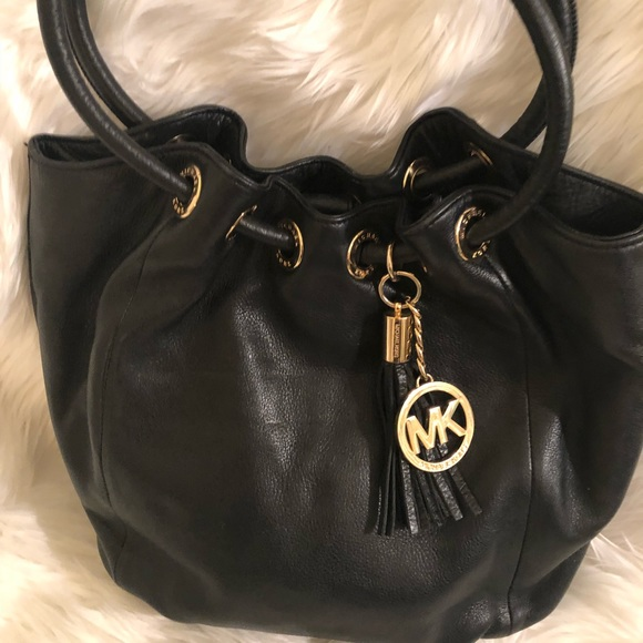 b822d7d52430 Michael Kors black leather large purse gold MK. M 5bdd53f403087c8506be3bfd